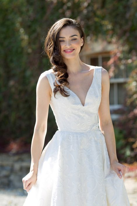 sample wedding dress for sale Ivory Thai Silk and Lace Bridal Gown Size 8-10 € 700