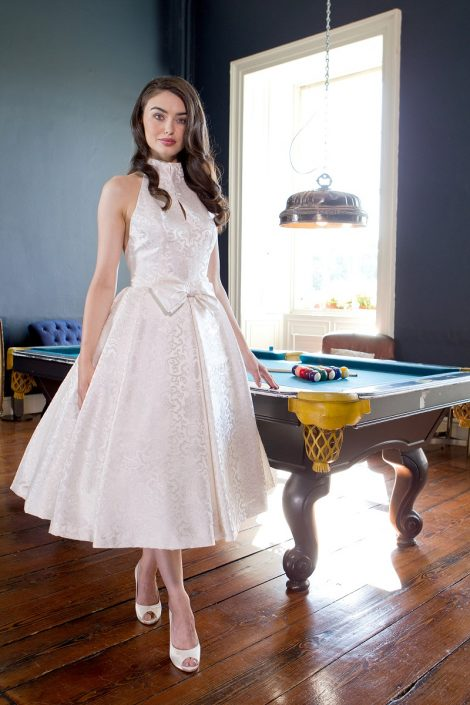 sample wedding dress for sale Winter White Silk Brocade Bridal Gown Size 8-10 € 500
