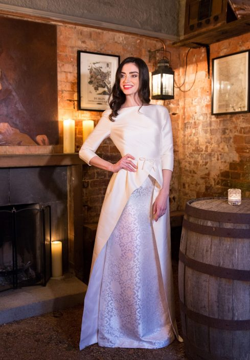sample wedding dress for sale Winter White Thai Silk and Silk Brocade Bridal Gown Size 8-10 € 650