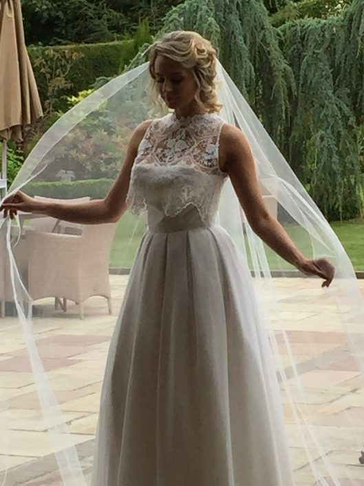 sample wedding dress for sale Winter White Thai Silk, Silk Chiffon and Bridal Lace Bridal Gown Size 8-10 € 700